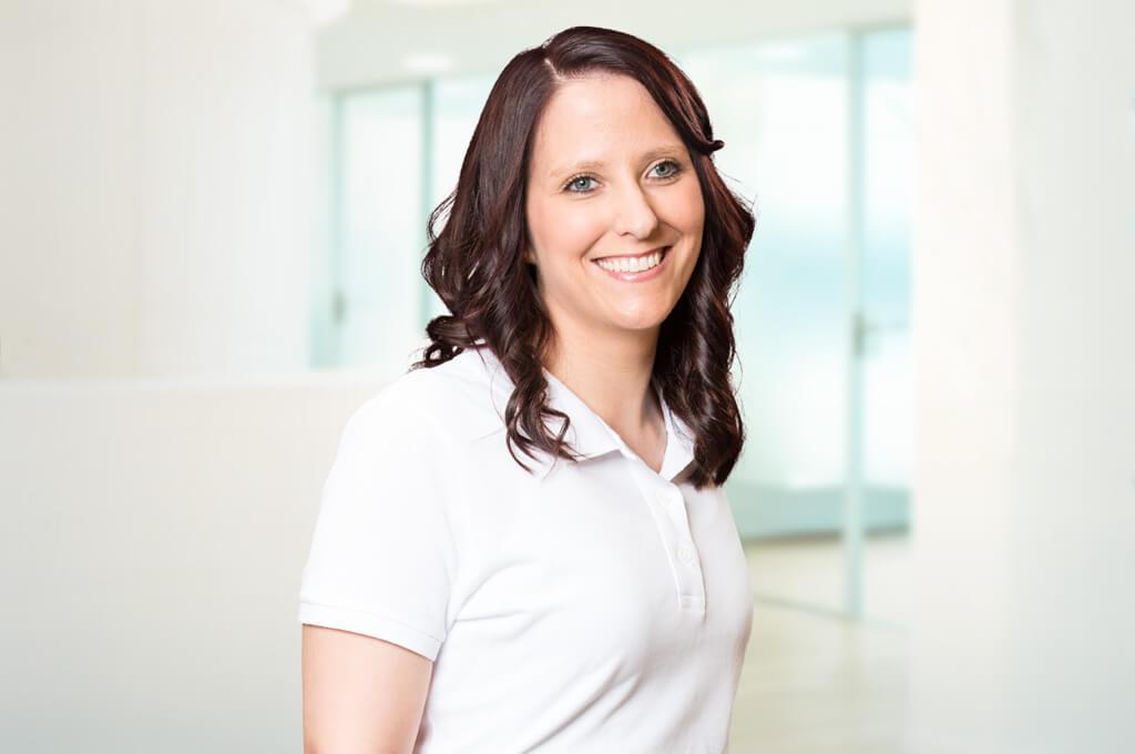 Simone Specht – OP-Assistenz (Implantate), Parodontitis-Prophylaxe