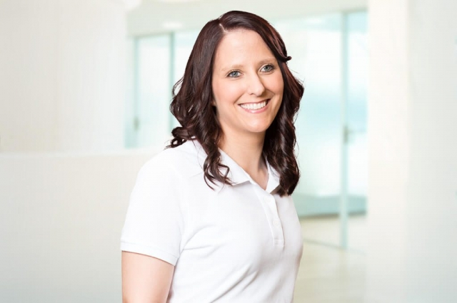Simone Pfitzenmaier – OP-Assistenz (Implantate), Parodontitis-Prophylaxe